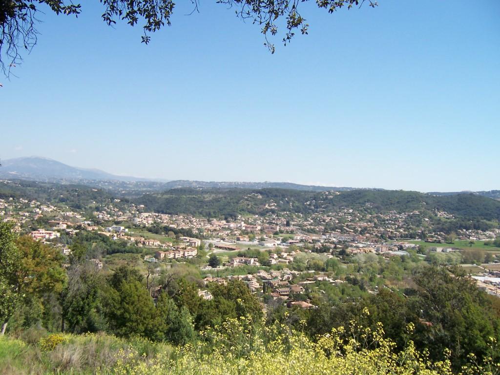 Vue sur Pegomas depuis la colline la plus proche